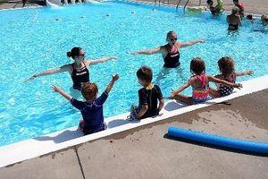 Làm sao để đi bơi không rước bệnh từ vi khuẩn ở bể bơi?