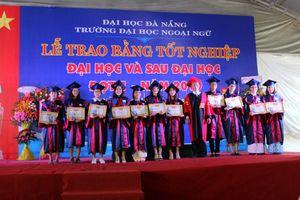 Trường ĐH Ngoại ngữ (ĐH Đà Nẵng) trao bằng tốt nghiệp cho gần 870 SV