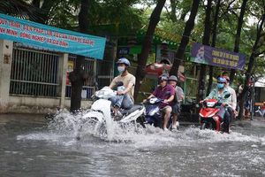 'Khu nhà giàu' Thảo Điền ngập mênh mông sau trận mưa lớn cuối tuần