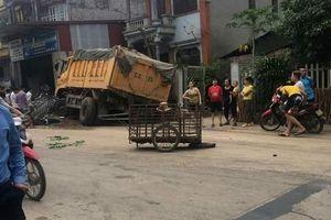 Phú Thọ: Va chạm với xe tải, hai vợ chồng bị thương nặng