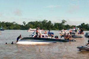 13 người bị thiệt mạng và mất tích trong vụ lật tàu tại Indonesia