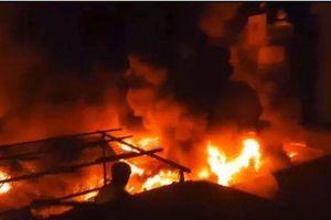 Cháy chợ kinh hoàng ở Đắk Lắk, gần 50 ki ốt bị thiêu rụi