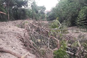Hà Tĩnh: Người dân tố chính quyền chưa áp giá đền bù đã cho nhà thầu vào thi công san lấp trái phép