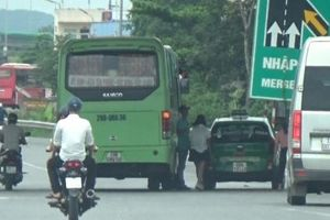 Báo động tình trạng xe khách dừng đỗ, đón trả khách trên cao tốc Hà Nội - Bắc Giang
