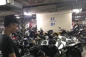 Nam sinh viên rình các xe máy quên đóng cốp để trộm cắp