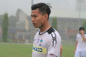 'Đội mưa' tập luyện, HAGL quyết tâm tìm lại mạch chiến thắng trước Hà Nội FC