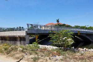 Cầu xây xong nhưng không có đường dẫn: Chủ tịch tỉnh phải 'ra tay'