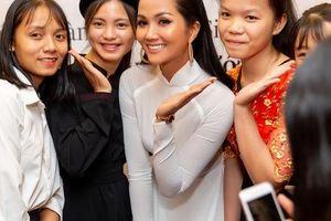 Hoa hậu H'hen Niê gây ấn tượng với hình ảnh khác lạ