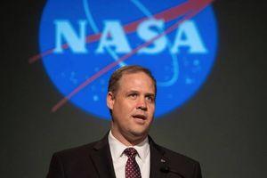 Tại sao các phi hành gia Mỹ không hạ cánh trên Mặt trăng và Sao Hỏa