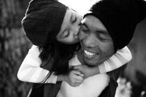 Bố đơn thân nhói lòng khi con hỏi: 'Mai mốt ba lấy vợ, con ở một mình à'