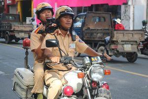 CSGT TP.HCM ngày đầu ra quân tổng kiểm tra các phương tiện giao thông