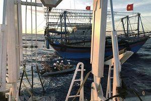 Vụ 9 ngư dân mất tích: Ðã nâng được tàu tới độ sâu phù hợp
