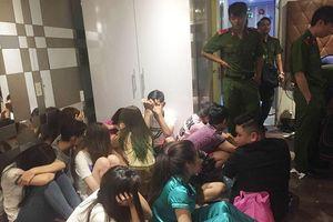 Chủ quán karaoke tổ chức 'tiệc' ma túy cho hàng chục thanh niên