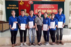Huyện Nghi Lộc: 21 học sinh lớp 12 được kết nạp Đảng