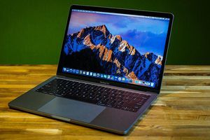 'Mổ xẻ' laptop Macbook Pro 13 inch mới