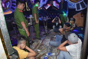 Long An: 24 đối tượng phê ma túy trong quán karaoke