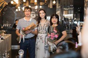 Hoa hậu Đỗ Mỹ Linh và mẹ đăng ký hiến tạng