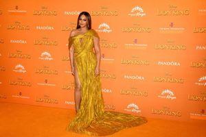 Beyonce lộng lẫy với mẫu váy của NTK Công Trí tại buổi công chiếu 'The Lion King'