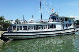 Đặt camera quay lén khách tắm, tàu Hùng Long trên vịnh Hạ Long bị đình chỉ