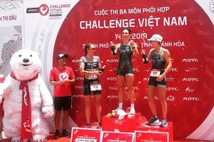 Vận động viên nam Steven McKenny về nhất cuộc thi Ba môn phối hợp IPPGroup Challenge Vietnam