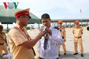 CSGT ra quân tổng kiểm soát xe ô tô chở khách, ô tô vận tải container