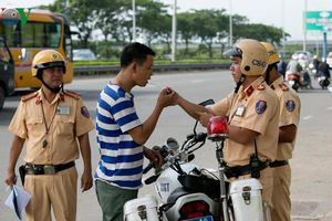 Ngày đầu tổng kiểm tra, TP HCM xử phạt hơn 600 xe vi phạm giao thông