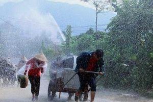 Bắc Bộ mưa dông rải rác, nắng nóng trên 38 độ C tiếp tục thiêu đốt miền Trung