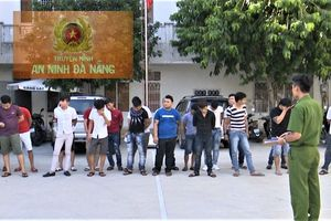Hàng chục người phê ma túy, nhảy nhót điên cuồng trong quán karaoke ở Đà Nẵng