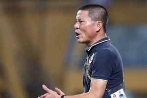 Một phút nỏng nảy, HLV Hà Nội FC phải trả giá đắt
