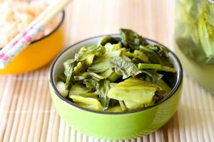 Cách muối dưa cải bẹ vàng óng, chua giòn tại nhà