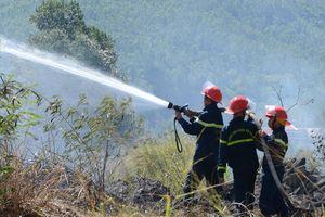 Cháy trên núi Sơn Trà giữa nắng nóng 39 độ C