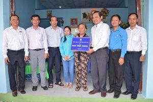 Trao tặng nhà tình nghĩa cho gia đình chính sách ở Bình Thuận