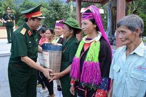 Đoàn công tác Ban Tổ chức Trung ương và Bộ Quốc phòng thăm, tặng quà gia đình chính sách tại Quảng Ninh