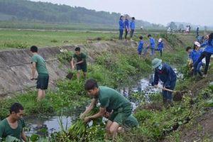 Bộ đội và nhân dân chung tay bảo vệ môi trường