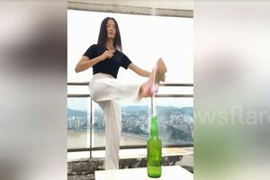 Cô gái dùng tuyệt chiêu kungfu mở nắp chai bằng đế giày