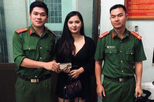 Giúp du khách Thái Lan tìm lại 50 triệu đồng