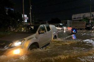 Hàng ngàn xe 'chìm' trên Quốc lộ 13 ở Bình Dương