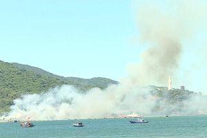 Phong tỏa đường lên bán đảo Sơn Trà vì đám cháy lớn