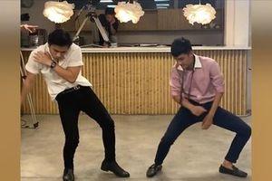 Mạc Văn Khoa tấu hài cực mạnh với điệu nhảy đau tay phiên bản tả thực trong MV 'Hãy Trao Cho Anh'