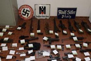 Italy phát hiện kho vũ khí lớn gồm nhiều súng trường và tên lửa