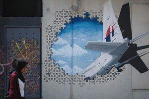 Bí ẩn sự mất tích của MH370: Manh mối mới có thể giúp tìm ra nguyên nhân MH370 gặp nạn và thùng đồ đáng ngờ