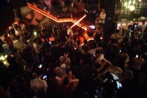 Hà Nội: Đột kích hơn 30 quán bar trong đêm, thu giữ nhiều 'loại đồ' nhạy cảm