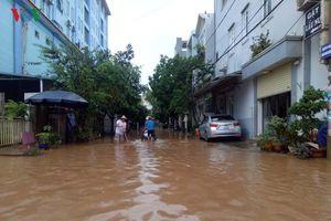 Mưa lớn, nhiều nơi ở thành phố Sơn La ngập trong biển nước