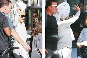 Jennifer Lopez tự tin để mặt mộc, quấn khăn lên đầu khi ra phố