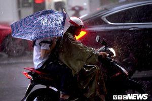 Bắc Bộ ngày nắng nóng, chiều tối mưa dông, Trung Bộ trên 38 độ C