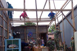 BĐBP Đồng Tháp giúp dân khắc phục hậu quả mưa lốc