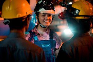 Người đẹp 'Hoa hậu Thế giới Việt Nam' chui cống làm công nhân vệ sinh