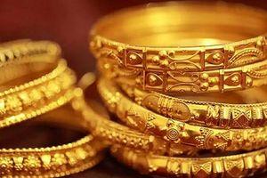 Giá vàng tiếp tục giảm theo thế giới