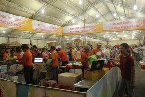Khai mạc phiên chợ 'Tự hào hàng Việt Nam' tại An Giang