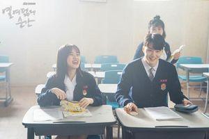 'Moments Of 18': Ong Seong Woo lo lắng khi chuyển trường và cuộc gặp gỡ định mệnh với Kim Hyang Gi